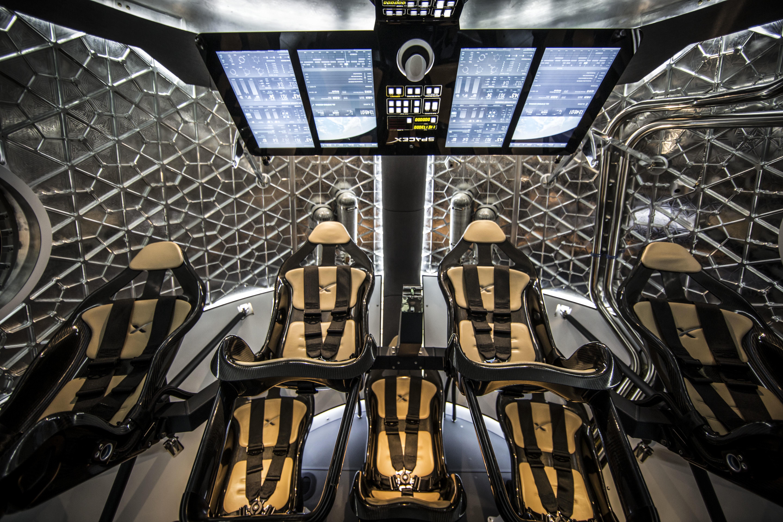 spacex dragon v2 - HD5760×3840