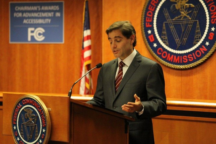 FCC Chairman Julius Genachowski Plans To Step Down Soon