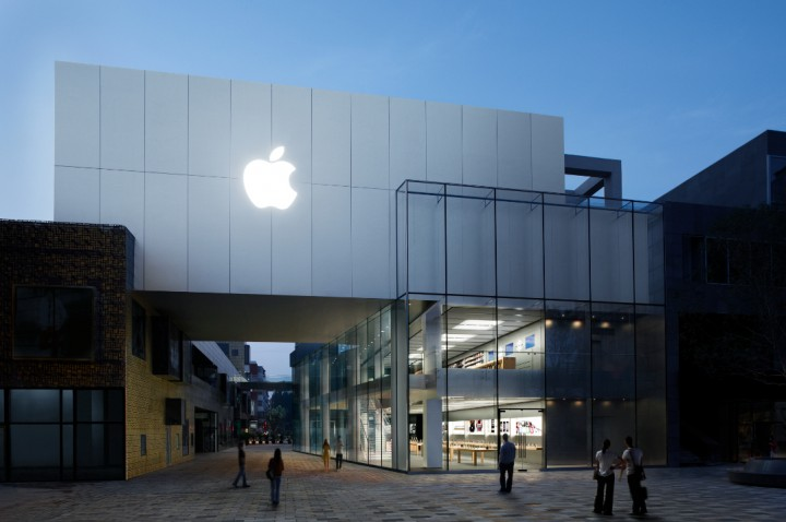 Apple Brings Senior Engineers On Executive Team