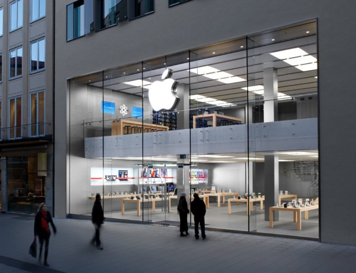 Apple Reshuffles Top Ranks; Mobile, Retail Heads To Leave