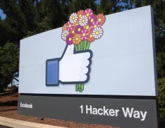 Facebook CFO Steps Down