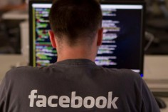 Facebook Shutting Down Mail Service